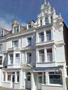 3 Bed flat, top floor near Llandudno Station –  £520 pcm (NOW LET)