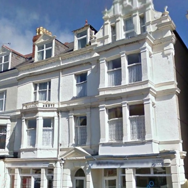 3 Bed flat, top floor near Llandudno Station –  £520 pcm (NOW LET)